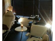 リラクゼーションメニューやまつ毛エクステはこちら個室で・・・