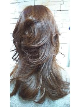 大人女子のツヤ髪セミロング