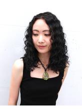 黒髪のスパイラルパーマ .32
