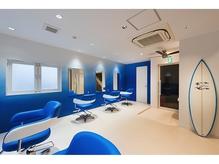 青を基調としたリゾート空間でごゆっくりとお過ごし下さい。