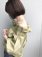 首を綺麗に見せる似合わせカットをブルージュで柔らかく.2