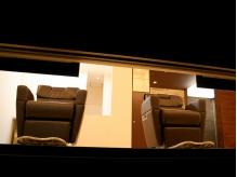 窓や照明の位置にもこだわり、空間をデザインしています。