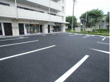 無料駐車場最大6台まで可能!