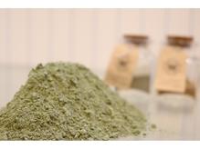 天然ヘナ100%の純粋なモノを使用。安心のHQヘナ使用