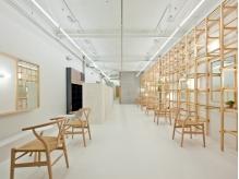 国内外のアーティストさんや建築家の方から大注目★シンプルだけどどこか温かみのある空間でサロンタイムを