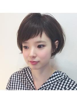 オン眉アシメ前髪×ショートボブ