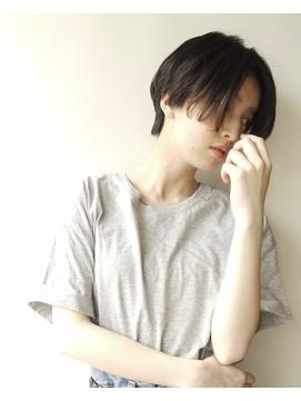 【morio 原宿】ハンサムショート 前髪なし センターパート 黒髪