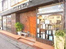 指扇駅から徒歩3分☆ウッドテイストのお店です。