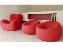 家具は全てイタリアから輸入したかわいいものを使っています。