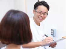 初めての方には毛髪診断、骨格診断を行った上で施術に入ります。