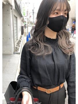 *前髪インナーカラーベージュグレージュカラーイヤリングカラー