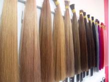 一人ひとりの髪色に合わせてカラーをブレンドしていきます。