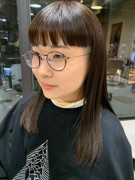 担当 西田 ワイドバング 切りっぱなしロブ メガネ女子