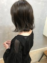 ふんわり暗髪外ハネロブ.26