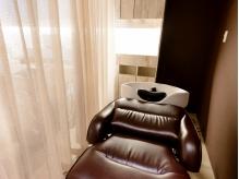 【髪質改善SALONの本格極上スパ】4種の香りから選ぶアロマ&半個室空間&フルフラット台でリラクゼーション♪