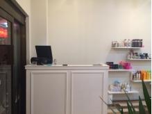 店内はシンプルでスッキリとしたデザインです。