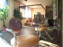 優しい光が差し込む暖かで居心地のいい店内。