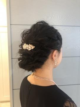 飾りで個性をつける王道アップヘア*