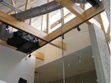 天井の高い吹き抜けの心地いい空間です。