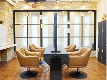 ヘアーラウンジ アンフィ 井土ヶ谷(Hair Lounge Anphi)の詳細を見る