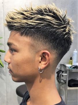 カッコいい短髪フェードカットブリーチスタイル メンズ