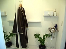 施術中はガウンに着替えて極上のリラックスを体感できます