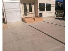 駐車場スペース3台完備。