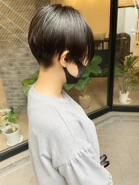 刈上げ女子黒髪ショートハンサムショート