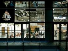 入り口です開放的な店内☆天井の高さ5m以上☆