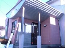 隠れ家一軒家風サロン☆敷地内には駐車場があるので車でも便利!