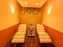 個室のシャンプーブースは癒しの空間。