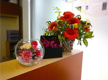 きれいなお花でお客様をお出迎えします♪【国立駅徒歩1分】