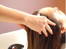 ◆◇大好評のヘッドスパ◆◇頭皮を清潔に保ち、潤いのある髪に!心も癒す至福のひと時をご堪能下さい☆