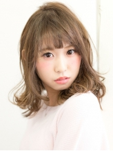 高濃度美容成分フルボ酸を贅沢に使用したアミノチャージ。低ダメージで髪の内部から綺麗に発色♪