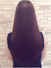 マイクロスコープで頭皮と髪を診断☆マイナスイオンが成分を内部まで浸透させツヤツヤぷるんと弾む美髪へ!
