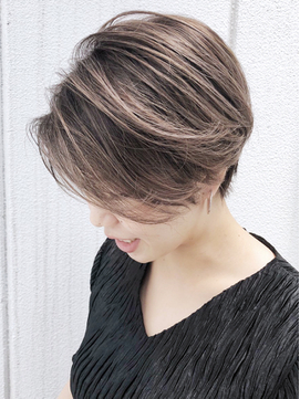 ショートカットグラデ_毛先パーマことりベージュ_ba255002