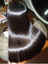 かける度にキレイになるM3Dストレート。内部から髪を修復し、輝く美髪に!!今までと違う手触りに大満足♪