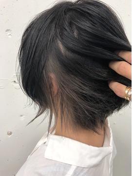 黒髪×ホワイトベージュインナーカラー☆