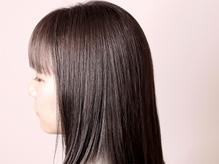 【TOKIO】導入!トリートメントを同時に行い自然な仕上がりに♪サラツヤ質感・手触りのナチュラル縮毛矯正♪