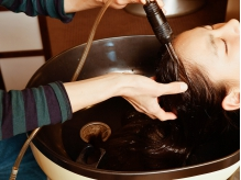 パーマやカラーのダメージ、乾燥した髪のヘアコンディションを整えるπウォータースパで髪に水分補給を!!