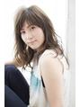 【komorebi】前髪ありのラフなパーマスタイル
