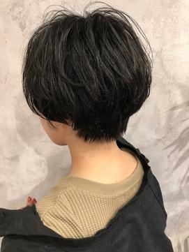 【ハンサムショート】前下がり/丸みショート/黒髪/耳掛け