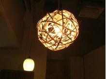 店内の照明もオシャレにこだわっています。