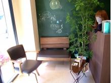 黒板が印象的なとても可愛い待合いスペース