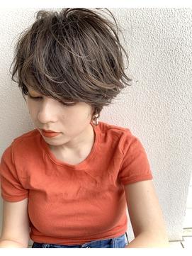 厚めの前髪が上品な大人マッシュショート【middle】丸岡奈央