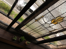 オーナーお気に入りのステンドグラスの窓♪