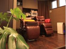 ソファの様な座りごこちのシャンプー台。ヘッドスパでウトウト…