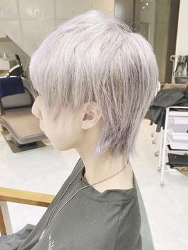 ホワイトシルバーカラー/ウルフカットショートヘア
