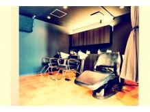 ヘッドスパ、トリートメントはシャンプー台の個室での施術です!