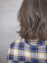 透明感白髪染め ハイライトでハイトーンベージュ mio kuwamoto.32